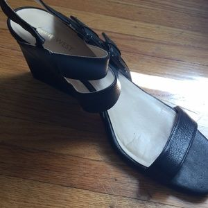 Nine West 10.5 medium black sandals